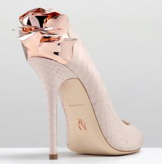Inspired by the masterful compositions of Massimo Listri, the Rose pump displays perfection and rarity in many forms.