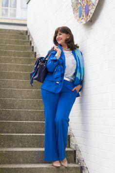 Hosenanzug in royalblau - perfekt für den Business Tag - www.lady50plus.de