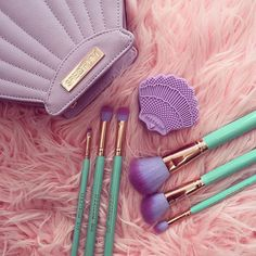 "Spectrum Collections ""Glam Clam"" clam brush cleaner, angled foundation brush and fan brush."