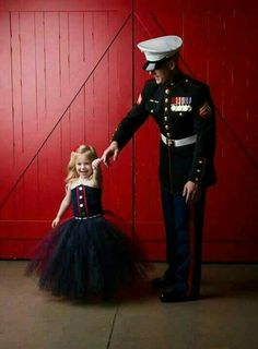 Aww my dad and my little sis should do this military ❤ ️❤ mil Military Couples, Military Wedding, Military Love, Military Photos, Military Baby Pictures, Military Families, Marine Corps Wedding, Marine Mom, Military Girlfriend