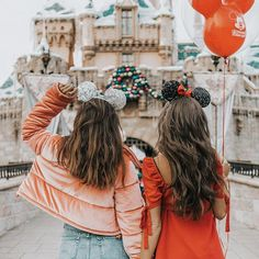 Spending the day in Disneyland with the @revolve family! Here with Minnie @bridget #revolvearoundtheworld #revolvegoestodisneyland #Disneyland #disney