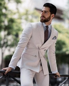 Sprezzatura Explained: Pull Off Looking Effortlessly Stylish sprezzatura style Workwear Fashion, Mens Fashion, Fashion Trends, Fashion Suits, Types Of Suits, Moda Formal, Suit Combinations, Best Street Style, Herren Outfit
