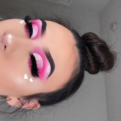 valentines makeup looks Makeup Eye Looks, Pink Eye Makeup, Colorful Eye Makeup, Cute Makeup, Gorgeous Makeup, Glam Makeup, Eyeshadow Makeup, Hair Makeup, Makeup Inspo