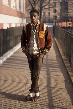 Fall tones from Street Etiquette. Varsity Jacket Outfit, Denim Outfit, Preppy Fall, Preppy Style, Ivy Style, Mode Style, Men's Fashion, Urban Fashion, Estilo Ivy League