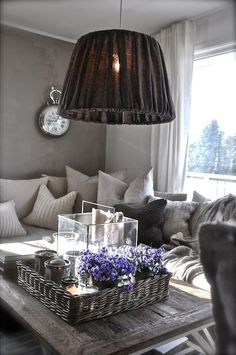 stuen 9.mars - villa paprika. Love everything except that lampshade. Yuck.