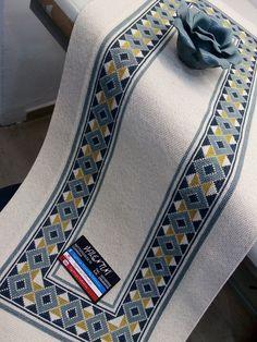 Cross Stitch Cushion, Cross Stitch Art, Cross Stitch Flowers, Cross Stitch Designs, Cross Stitch Embroidery, Embroidery Patterns, Hand Embroidery, Cross Stitch Patterns, Bargello Patterns
