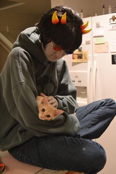 Sollux Captor cosplay....with a kitty! (Not sure who the cosplayer is, so I can't credit him/her. Sorry!)