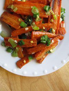 Roasted Carrots with Scallion-Ginger Glaze - Mark Bittman Entree Recipes, Side Dish Recipes, Vegetable Recipes, Vegetarian Recipes, Healthy Recipes, I Want Food, Veggie Delight, Carrot Recipes, Roasted Carrots