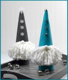 These felt gnomes are so cute, with their big fluffy beards and tall gnome hats! Sharon from Crafts 'n Coffee shares a tutorial showing how you can make them. They're made from felt an…