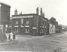 The Queens Hotel pictured around Darley Street runs across the centre of this image from the Bolton Library and Museum colle. Old Time Photos, Old Pictures, Street Run, Street View, Bolton Lancashire, The Woodman, Old Abandoned Buildings, Leeds City, Museum Collection