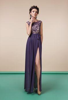 Вечернее платье из кружева с разрезом | Dress in lace with cut out