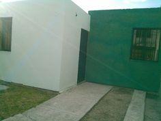 Se renta casa dos recamaras, sala comedor, un baño completo, patio con área de lavado, cochera, protecciones de herrería en las ventanas, puertas de herrería con doble chapa de seguridad,  recién pintada y impermeabilizada, puertas de madera nuevas, cuenta con  todos los servicios.Ubicación del inmueble: Colonia Villas del Romeral calle Villa Escalante interior 408, salida Celaya a Salvatierra. informes al tel. 4612271373nextel 42*15*17528tardes: 6117175 señorita Ileana.