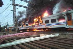 Brak! Mobil Tabrak Kereta Di Pasar Senen Hingga Kebakaran