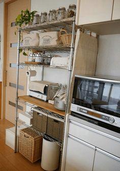 Small Apartment Kitchen, Home Decor Kitchen, Kitchen Interior, Home Kitchens, Kitchen Design, Diy Kitchen Storage, Small Apartments, Kitchen Remodel, Sweet Home