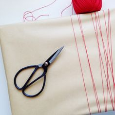 The Little Design Corner | modern gift wrap | DIY gift wrapping