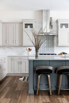 Home Decor Decoracion Precision Cabinetry & Design.Home Decor Decoracion Precision Cabinetry & Design Kitchen Redo, Home Decor Kitchen, New Kitchen, Kitchen Cupboard, Country Kitchen, Two Toned Kitchen, Pottery Barn Kitchen, Cupboard Ideas, Kitchen Sale
