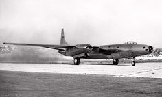 The Convair was the single prototype of an experimental medium jet bomber developed in the but which never saw production or active duty. Military Jets, Military Aircraft, Us Bombers, Air Machine, Old Planes, Experimental Aircraft, Aircraft Design, Rare Pictures, Fighter Jets