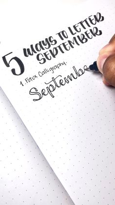 Learn how to Letter September in 5 different ways This is a great tutorial for beginners in lettering lettering for bullet journaling Bullet Journal Lettering Ideas, Journal Fonts, Bullet Journal Notebook, Bullet Journal Ideas Pages, Bullet Journal Inspiration, Bullet Journal Period Tracker, Bullet Journal September, Bullet Journal For Beginners, Scrapbook Journal