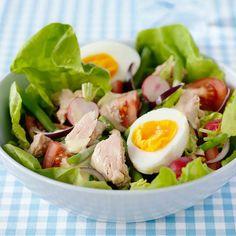 Ägg- och tonfisksallad med senapsdressing. Foto: Ulrika Pousette Lchf, Cobb Salad, Potato Salad, Potatoes, Ethnic Recipes, Food, Notes, Beautiful, Recipies