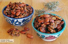 Receta de frutos secos especiados al horno. Incluye fotografías del paso a paso, consejos y sugerencias de degustación. Recetas de aperitivos y p...