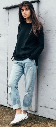street style addiction : black sweatshirt + ripped boyfriend jeans + sneakers