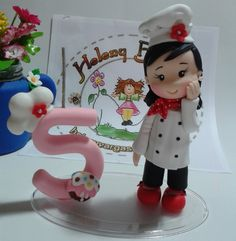 Topo de bolo chef com vela número (pavio mágico)  personalizo cores de acordo com o gosta da cliente.
