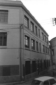 1988 girona EDIFICI U.N.E.D. - ANTIGA ESCOLA DE LA FÀBRICA GROBER Adreça:c/ Sant Josep Localització:Girona (Gironès)