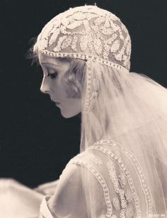 "Madge Bellamy as a beatiful bride wearing a wonderfully decorated veil. I guess its from ""the white zombie"" Vintage Wedding Photos, Vintage Bridal, Vintage Weddings, Unique Vintage, Vintage Outfits, Vintage Fashion, Look Gatsby, White Zombie, Retro Mode"