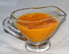 Salsa de naranja y romero, receta paso a paso. Esta salsa de naranja con romero es muy versátil ya que va fenomenal para acompañar a muchos ingredientes diferentes, carnes de todo tipo, pescados o pollo se llevan de maravilla con esta deliciosa salsa que es especial por el toque de romero, una versión diferente de la archiconocida salsa de naranja..... http://wp.me/p1smUs-aPO