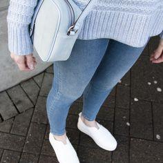 Se vårt store utvalg i vesker på www.daleplus.no Skinny Jeans, Store, Pants, Fashion, Skinny Fit Jeans, Moda, Trousers, Fashion Styles, Women Pants