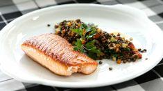 Jako další z řady receptů na téma losos, vám Zdeněk připravil steaky z tého oblíbené ryby doplněné o italskou čočku plnou zeleniny. Hot Dogs, Fresh, Ethnic Recipes, Diet, Fine Dining