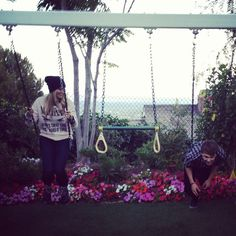 RYDELLINGTON Ratliff: Look Rydel! I can fly!! Rydel: Of course you can...