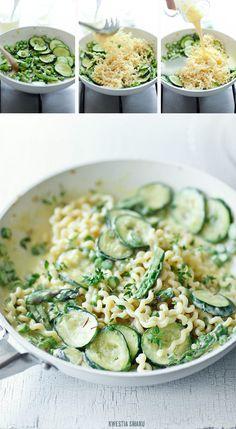 Zucchini, asparagus and saffron pasta