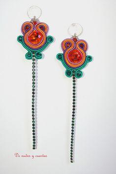 Flores de mayo. Concurso Beads Perles by De nudos y cuentas, via Flickr