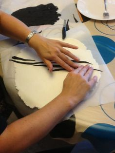 Brilliant! This is how they make the zebra print smooth on fondant cakes!