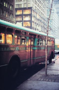 saul leiter - 5th avenue bus - -
