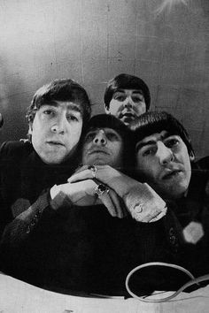 Paul is not in line with the other Beatles, he's behind them, must mean he's not one with them. Because he's dead, of course Foto Beatles, Beatles Love, Les Beatles, Beatles Photos, First Class, Paul Mccartney, John Lenon, The Fab Four, Yellow Submarine