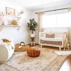 Hudson Convertible Crib with Toddler Bed Convers - Stauraum im Babyzimmer Nursery Room Decor, Nursery Furniture, Apartment Nursery, Chic Nursery, Vintage Nursery, Calming Nursery, Beige Nursery, Nursery Paint Colors, Nursery Nook