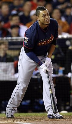 National League's Giancarlo Stanton, of the Miami Marlins, reacts during the MLB All-Star baseball Home Run Derby, Monday, July 14, 2014, in Minneapolis. (AP Photo/Jeff Roberson)
