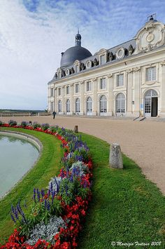 Perfect place for a wedding: Chateau de Valencay, Valley, Beautiful Castles, Beautiful Buildings, Beautiful World, Beautiful Places, Loire Valley France, Belle France, French Castles, Visit France, Palaces