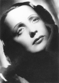Edith Piaf Amazing Singer! I adore her!