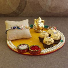 Send Rakhi to Jaipur Online - Leading rakhi gifts portal on Jaipur, you can send rakhi to Jaipur without worrying, share your love with Rakhi to your brother in Jaipur. Order now Rakhi to Pink City. Thali Decoration Ideas, Diy Diwali Decorations, Festival Decorations, Rakhi For Brother, Rakhi Gifts For Sister, Rakhi Wishes For Brother, Diy Resin Crafts, Diy Arts And Crafts, Paper Crafts