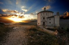 #Abruzzo #Italy #Travel #Trip #Catholic #Church #Mountain #Landscape