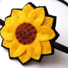 Brighten up any outfit with this felt sunflower pin! This sunflower has been handstitched from felt, and has a brooch clasp securely stitched on th Little Flowers, Felt Flowers, Fabric Flowers, Felted Wool Crafts, Felt Crafts, Felt Brooch, Brooch Pin, Felt Decorations, Color Crafts