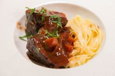 Beef cheeks/ Daube de joue de boeuf Tagliatelle Pasta, Beef Cheeks, Melting In The Mouth, Large Bowl, Jouer, The Dish, Stew, Stuffed Peppers, Dishes