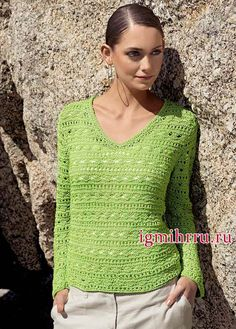 Светло-зеленый летний пуловер со структурным ажурным узором. Вязание спицами