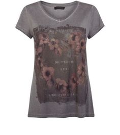 "For casual day looks pair this acid wash printed tee with black leggings and block heel ankle boots.- Flower heart printed front- Acid wash finish- Simple short sleeves- V neckline- Casual fit- Model is 5'8""/176cm and wears UK 10/EU 38/US 6"
