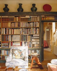 Cosy country house library designed by Sibyl Colefax & John Fowler Interior Design and design and decoration design office house design de casas bedrooms Country Modern Home, Country Style Homes, Country Interior, Estilo Country, Ideas Hogar, Home Libraries, Reading Room, My Dream Home, Home Interior Design