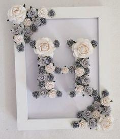 Mano de carta madera pintados y decorados con flores de papel hecho a mano de alta calidad. Acabado de enmarcar en un marco floral correspondiente. ¡Este es el mejor regalo femenino y es perfecto para todas las ocasiones