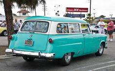 1954 Ford Ranch Wagon - turquoise